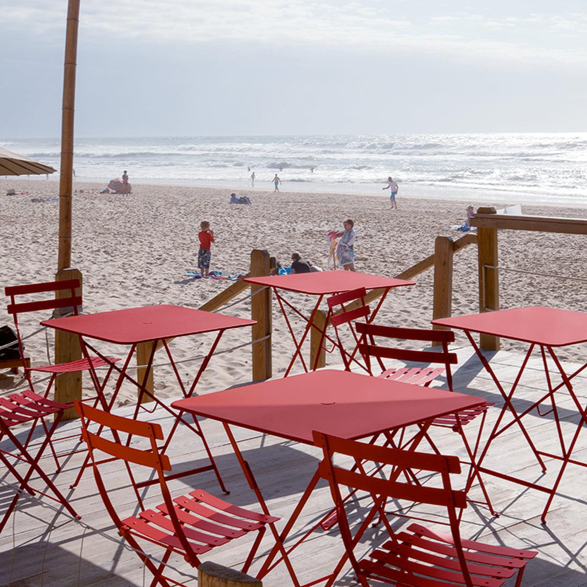 Chaises Et Tables Pliantes Bistro En Rouge