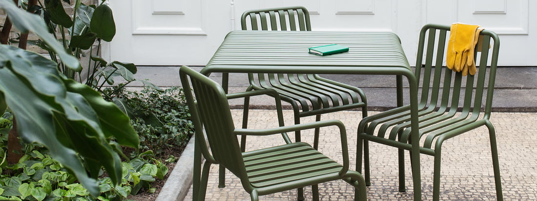 La collection de Palissade de Hay en vue de groupe. Le mobilier de jardin élégant décore votre espace extérieur et combine les aspects fonctionnels et esthétiques.