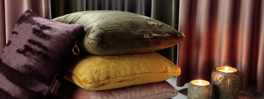 Les housses de coussins de la série sont réalisées à partir de poils de chèvres angora sud-africaines, qui sont historiquement aussi précieuse que de l'or.