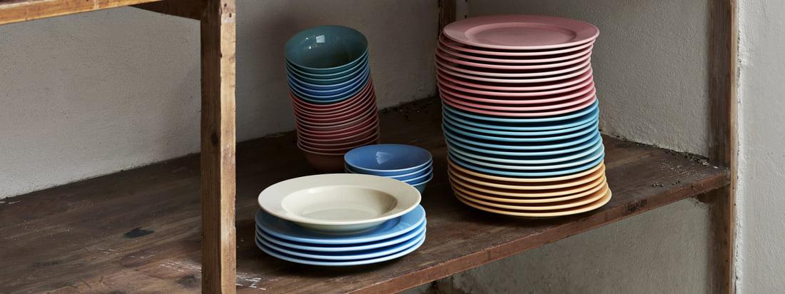 Les bols et assiettes Rainbow et le sucrier italien font partie de la collection pratique Kitchen Market de Hay, conçue pour la cuisine.
