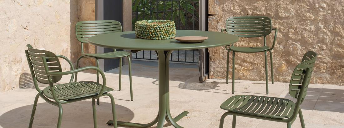 Image du produit Lifestyle de la chaise Mom d'Emu. Un petit déjeuner confortable et des barbecues relaxants peuvent être dépensés sur la chaise Mom d'Emu. Engagé dans plusieurs, un coin salon élégant est créé.