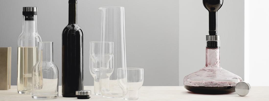 Le Cool Breather décante le vin blanc pendant qu'il est maintenu au froid par la tige de refroidissement intégrée. Les deux carafes ont été créées par le duo de designers Norm pour Menu.