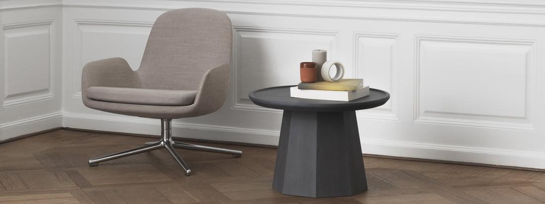 La table d'appoint Normann Copenhagen - Pin et la lampe Bell dans la vue d'ambiance. Les produits de Normann Copenhagen répandent le flair scandinave.