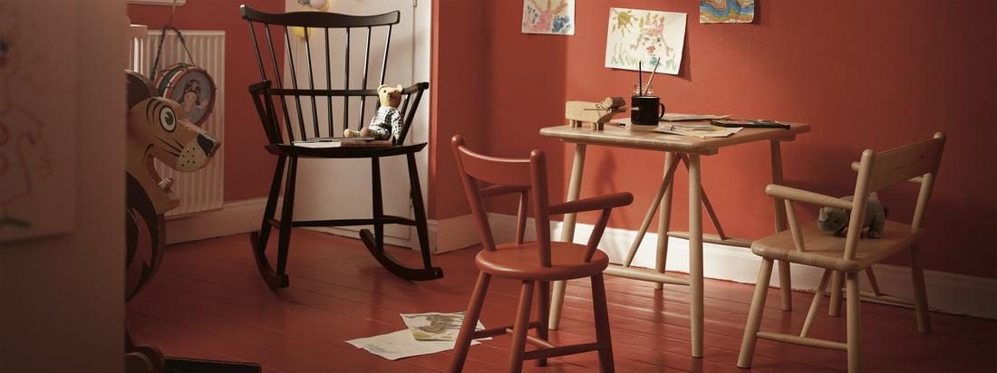 Les meubles pour enfants de FDB Møbler avec la chaise à bascule J52G. Les enfants aiment être entourés de meubles intemporels et joliment conçus, tout autant que les adultes.