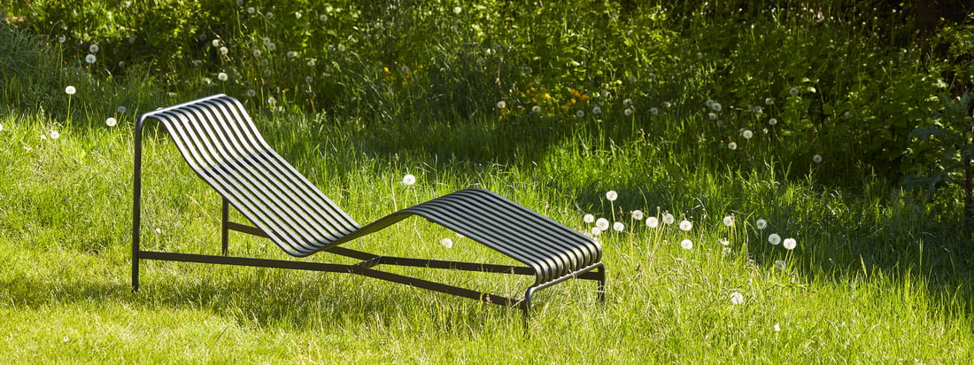 La collection Outdoor de Hay apporte le style scandinave à l'extérieur - par exemple avec la série Palissades avec ses chics lamelles d'acier.