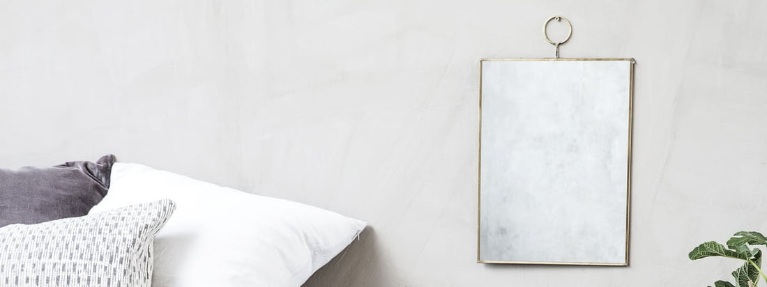 Le miroir mural Loop de House Doctor est un miroir élégant et stylé qui s'intègre bien dans les pièces modernes. Le miroir est encadré par une fine bordure en laiton.