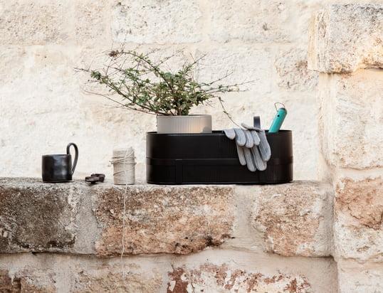 Découvrez une multitude de pots à fleurs, récipients à fleurs, arrosoirs, mangeoires, nichoirs et accessoires pour votre jardin