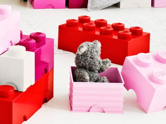 Ces briques de rangement présentent le design connu de Lego. Elles ont la même fonctionnalité que les petites pierres que nous connaissons encore de notre enfance.