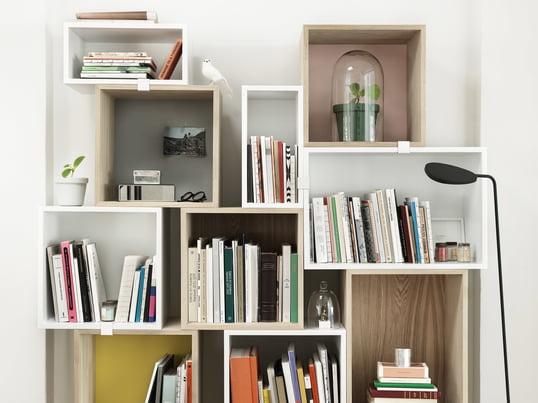 Le système modulaire Stacked a été conçu en collaboration avec JDS Architects et est disponible en blanc, en frêne naturel et en pin. Les différents modèles se combinent parfaitement les uns avec les autres afin de créer l'armoire dont vous avez besoin.
