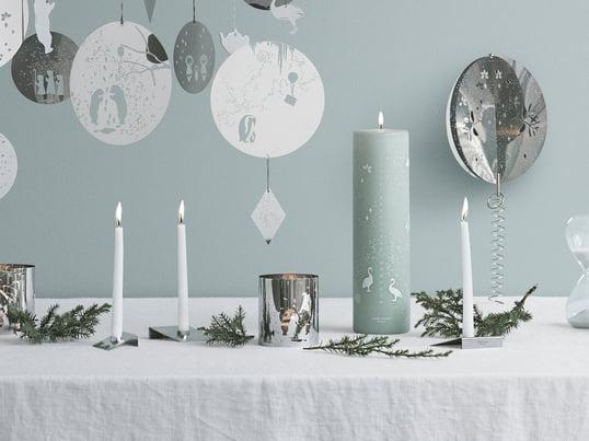 Conçus par le studio de design suédois All the way to Paris, toutes les bougies, les pots et les bougeoirs créent une ambiance de Noël magique avec leurs couleurs exceptionnelles.