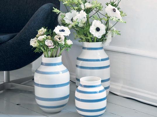 Les vases Omaggio de Kähler en bleu clair apportent une touche méditerranéenne. Un petit air de vacances dans la maison.