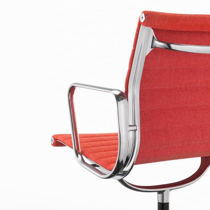 Vitra - EA 104 Chaise de bureau pivotante, Hopsak, poppy-red / ivoire