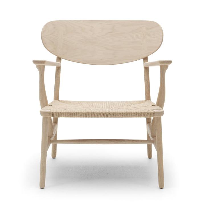 La chaise CH22 de Carl Hansen , chêne savonné