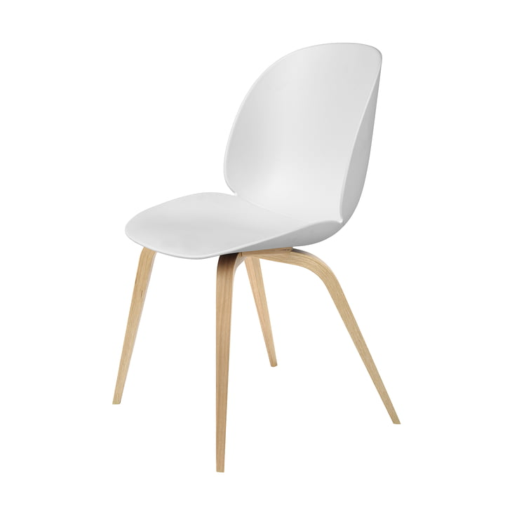 Dining Chair Beetle base en bois par Gubi en chêne / blanc
