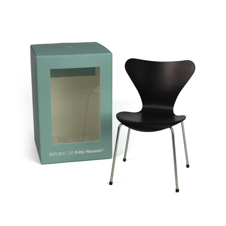 Chaise Série 7 mini par Fritz Hansen en noir