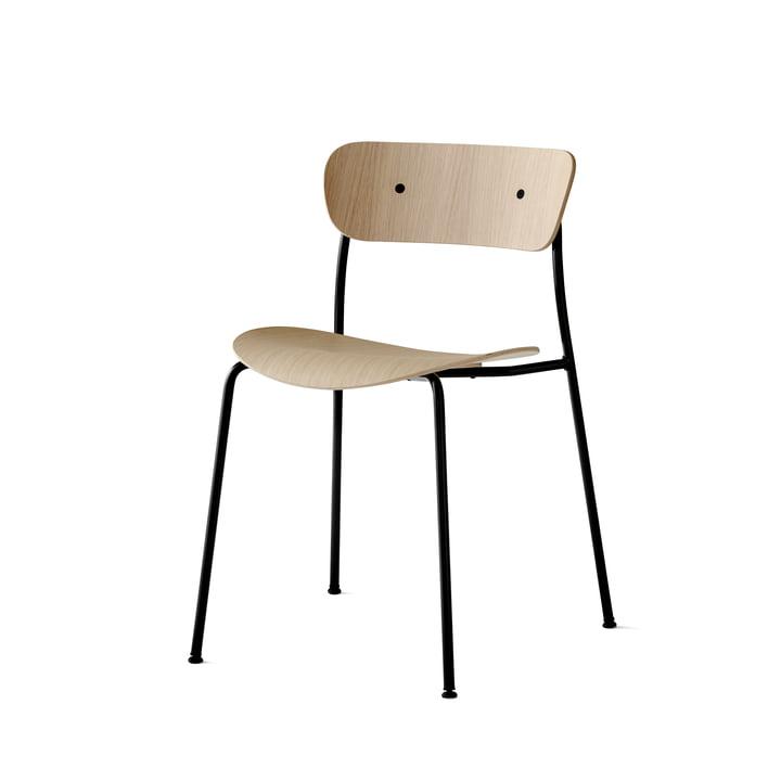 La chaise Pavilion par & Tradition avec un cadre noir / chêne laqué