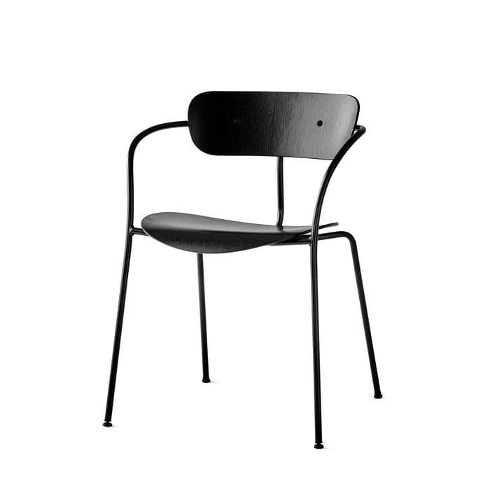 La chaise avec accoudoirs Pavilion par & Tradition avec un cadre noir / chêne laqué noir