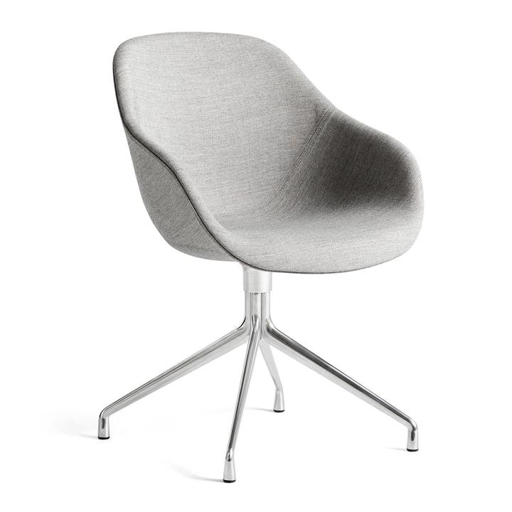 A propos de la chaise AAC 121, Aluminium poli / Remix 133 gris par Hay