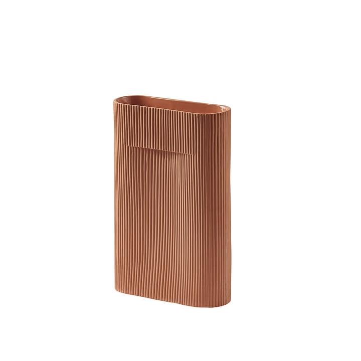 Vase faîtière H 35 cm de Muuto en terre cuite de Muuto