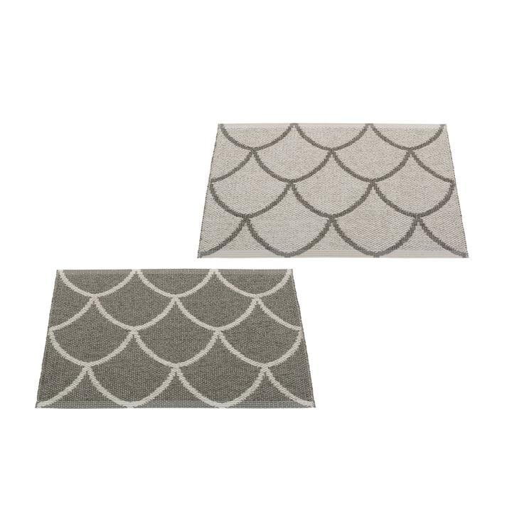 Le tapis réversible Kotte de Pappelina , 70 x 50 cm, charcoal / warm grey