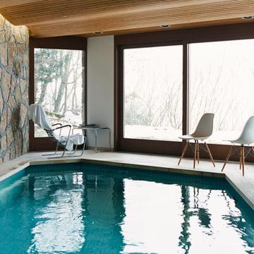 Vitra - Eames Plastic Side Chair DSW, à la piscine