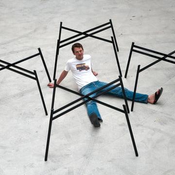 Schindlersalmeron - pied de table, image de groupe / d'ambiance avec homme