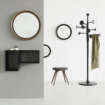 Tabouret en chêne avec portemanteau Trumpet, miroir et systèmes de boîtes en bois de manguier de Mater