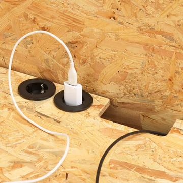 Bureau Hack avec découpes pour les prises et câbles