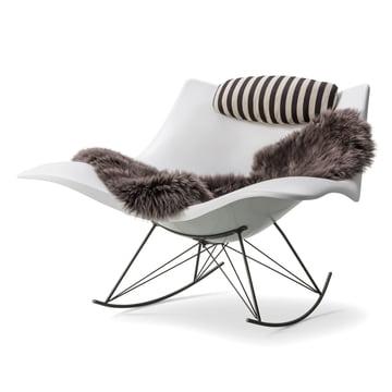 Chaise à bascule Stingray de Fredericia en blanc mat/ silex