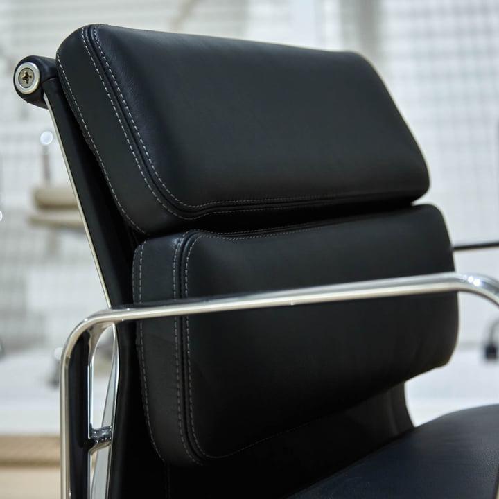 Vitra - Soft Pad Chair EA 217, gros plan de la pièce de tête