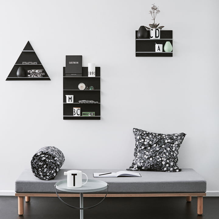 l 39 tag re triangle paper de design letters dans la boutique. Black Bedroom Furniture Sets. Home Design Ideas