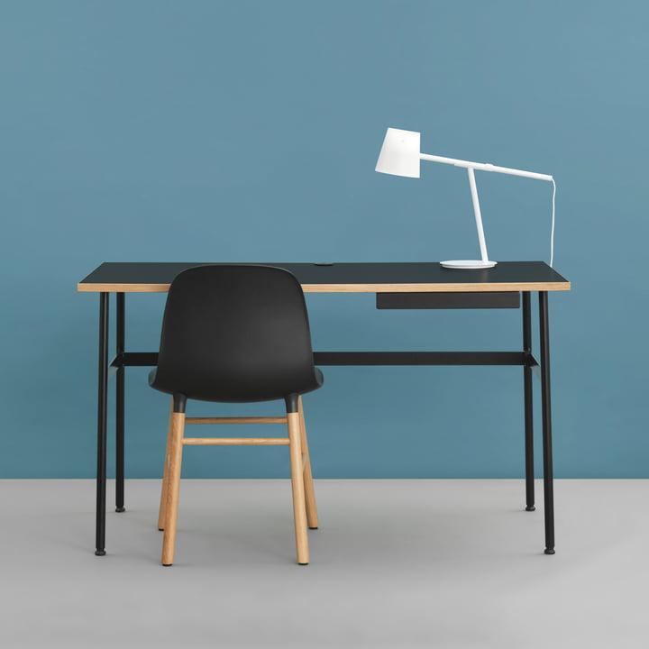 Bureau Journal, chaise Form et lampe de table Momento